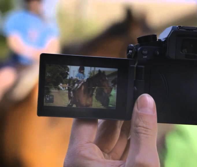 In einer digitalisierten Welt schafft man mit hochwertig produzierten Videos eine Vertrauensbasis zwischen Unternehmen und Kunden. Ein Film weckt Emotionen und visuell vermittelte Informationen werden im Gehirn schneller verarbeitet und besser im Gedächtnis verankert. Das vermittelt und bildet eine optimale Vertrauensgrundlage, denn man sieht das Gesicht, das hinter dem Unternehmen steckt. Wir unterstützen Sie mit unserem Know-how und der notwendigen technischen Ausstattung. www.primediamax.com